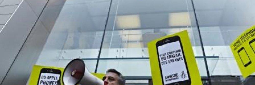 228748_public_action_apple_store_montreal.jpg