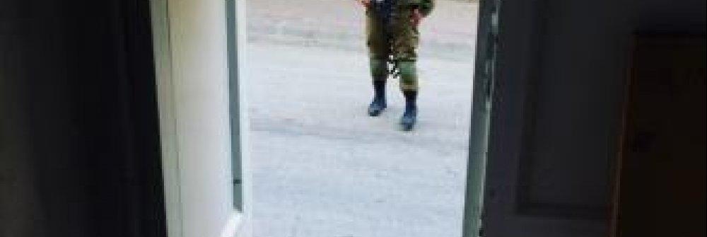 221293_israeli_soldier_in_hebron.jpg