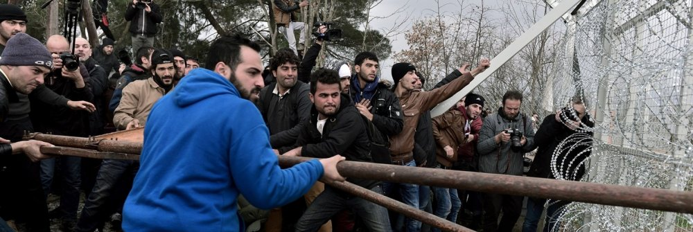 225859_greece-europe-migrants-protest.jpg