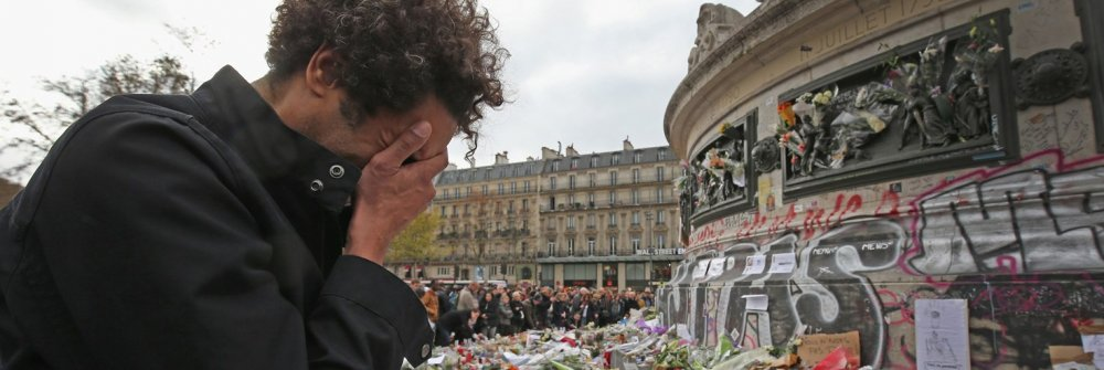 221961_minute_s_silence_held_in_paris_to_honour_the_victims_of_the_terrorist_attack.jpg