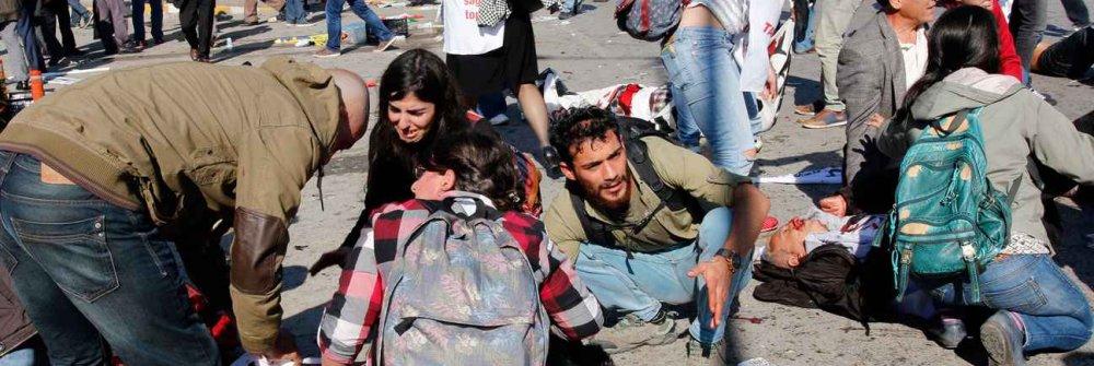 2048x1536-fit_manifestants-tentent-aider-victimes-explosions-touche-defile-paix-ankara-turquie-9-octobre-2015.jpg